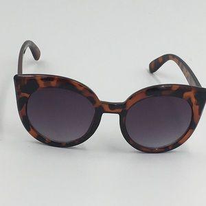 GAP Cat Eye Tortoise Frame Sunglasses